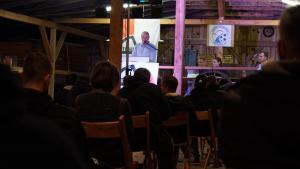 1. Vorstand Klaus Blattmann begrüßt und berichtet